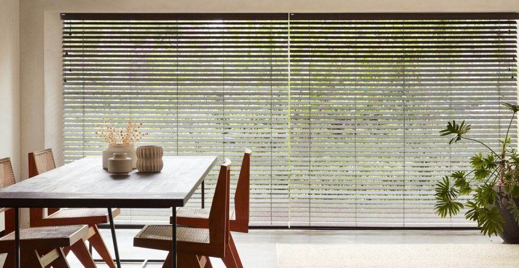 Le store vénitien bois : le feng-shui à vos fenêtres